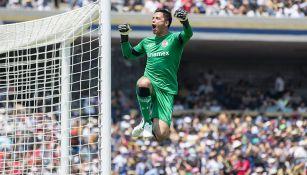 Talavera festeja el gol de Toluca en Ciudad Universitara