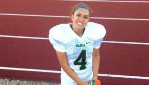 Becca Longo con su uniforme de preparatoria en Arizona