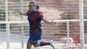 Charlyn Corral festeja su gol contra el Oiartzun KE