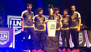 Lyon Gaming posa con la Copa tras vencer a Just Toys Havoks