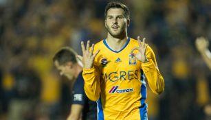 Gignac celebra su gol 50 con Tigres en choque contra Pumas