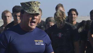Joseph John Schmidt III recluta jóvenes para la marina
