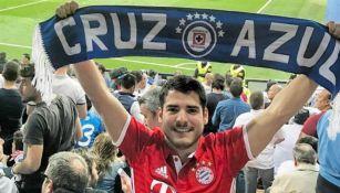 Aficionado de Cruz Azul en el Bernabéu