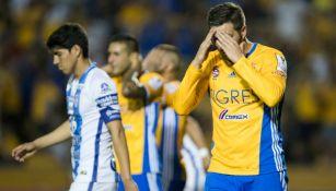 Gignac se lamenta durante el partido contra Pachuca