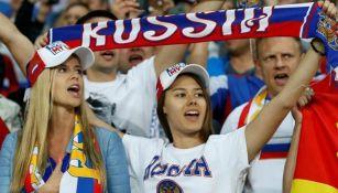 Aficionadas rusas apoyan a su selección