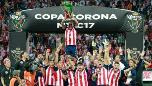 Carlos Salcido levanta la Copa MX
