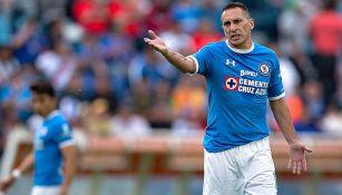 Chaco Giménez reclama en juego de Cruz Azul
