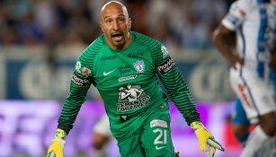 Oscar Pérez festeja el gol contra Cruz Azul