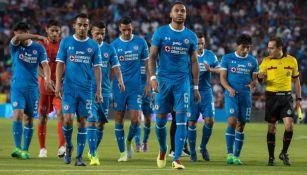 Los jugadores del Cruz Azul se lamentan tras el juego con Pachuca