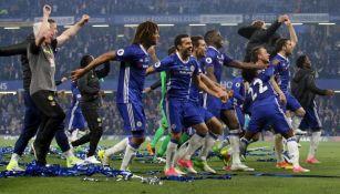 Elementos del Chelsea celebran el triunfo frente al Watford