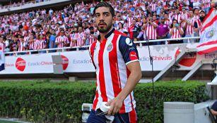 Rodolfo Pizarro, entra al campo del Estadio Chivas para enfrentar a Atlas