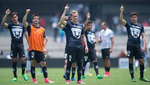 Jugadores de Pumas, en cu, durante juego contra Puebla