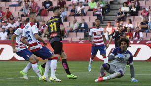 Baptistao vence a Memo Ochoa para marcar contra el Granada
