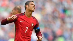 CR7 se lamenta tras el gol anulado a Portugal