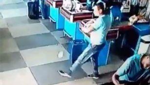 Hombre domina lata en supermercado
