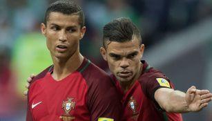 Cristiano Ronaldo dialoga con Pepe