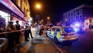 La policía acordona la zona donde quedó el vehículo que arrolló a los peatones