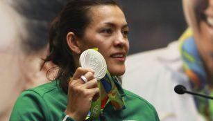 María del Rosario muestra su medalla de Río 2016