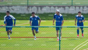 Felipe Mora entrena al parejo de sus compañeros