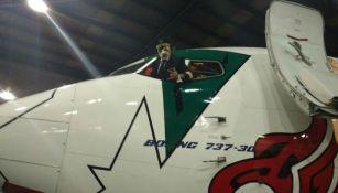 Dr. Wagner Jr. en la cabina de su avión