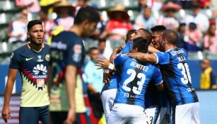 Jugadores del América en lamento tras un gol de Querétaro