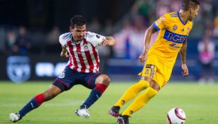 Oswaldo Alanís al momento de lesionarse en el encuentro frente a Tigres