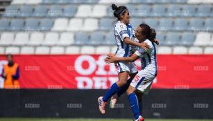 Berenice Muñoz festeja su gol contra Pumas en el Hidalgo