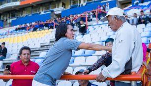 Mónica Ocampo con su padre durante el juego contra Pumas