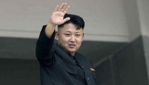 Kim Jong-Un saluda a sus seguidores