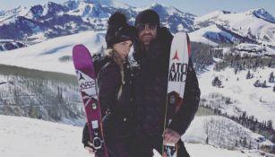 Criss Angel y Belinda esquiando en la nieve