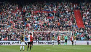 El árbitro señala la pena máxima a favor del Vitesse