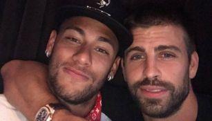 Piqué y Neymar posando para una foto