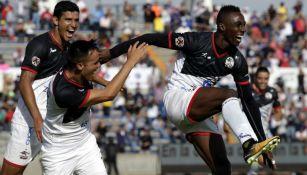 Julián Quiñones celebra su gol frente a Pachuca