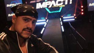 Garza Jr. antes de una función de Impact Wrestling