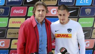 Sergio Egea presenta a Nico Castillo con Pumas de la UNAM