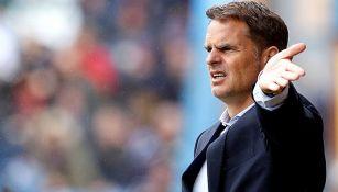 Frank de Boer da indicaciones en juego del Crystal Palace