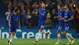 Pedro festeja con sus compañeros su gol en Champions contra el Qarabag