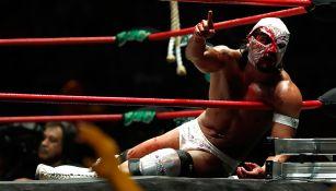 El Hijo del Fantasma después de su lucha en Triplemanía XXV