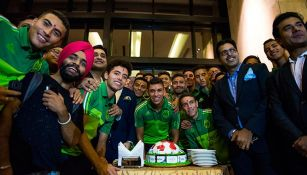 Jugadores del Tri parten el pastel en la India