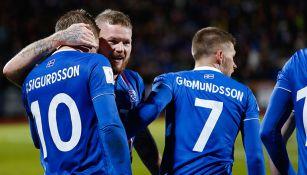 Islandia festeja el gol decisivo que los lleva al Mundial