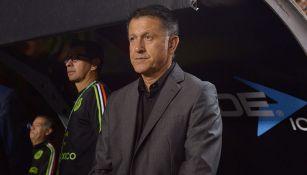 Juan Carlos Osorio en un partido con el Tri