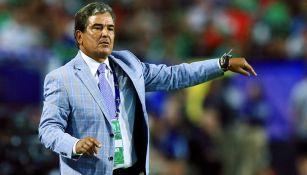 Jorge Luis Pinto en el partido contra México