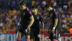 Jugadores de Chivas en el partido contra Tigres