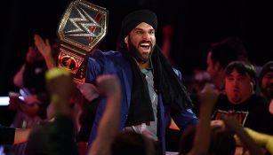 Jinder Mahal levanta el título de WWE