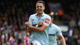 Chicharito festeja su gol contra el Crystal Palace