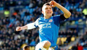 Lozano celebra su anotación del PSV