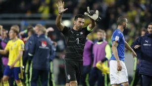 Gianluigi Buffon en el duelo de Ida contra Suecia