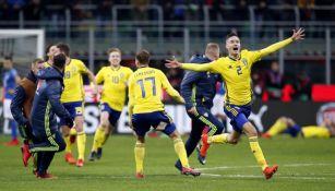 Los elementos de Suecia festejan tras el silbatazo final en San Siro