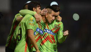 Jugadores de Juárez celebran un gol frente a la Jaiba