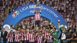 Salcido levanta el título del Clausura 2017